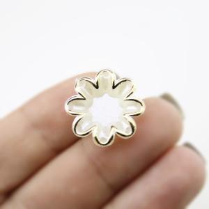 Кабошон Цветок 20х5 с золотинкой #5962